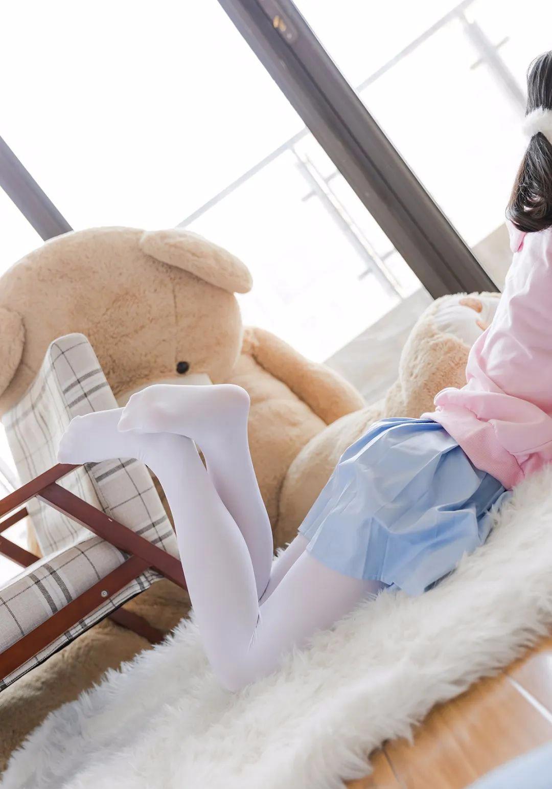 妹子摄影 – 双马尾粉色卫衣 白丝袜小短裙迷你少女_图片 No.10