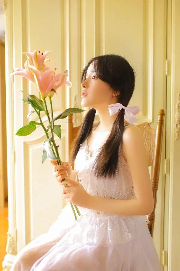 妹子摄影- 纯白连衣裙双马尾女孩,像个优雅的公主!_图片 No.1