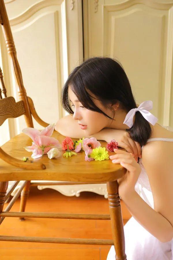 妹子摄影- 纯白连衣裙双马尾女孩,像个优雅的公主!_图片 No.3
