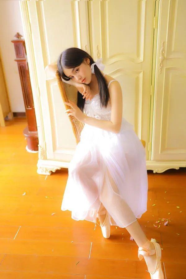 妹子摄影- 纯白连衣裙双马尾女孩,像个优雅的公主!_图片 No.5