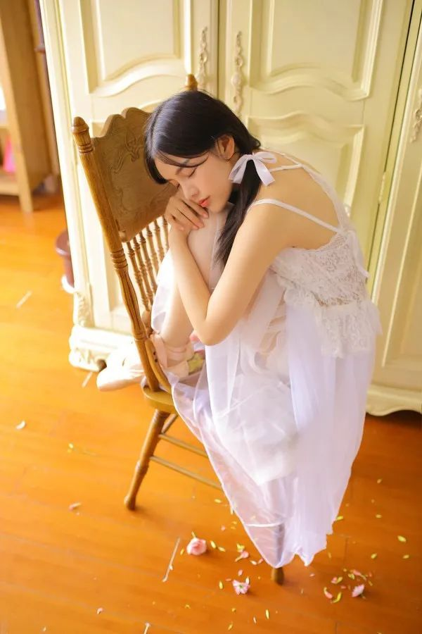 妹子摄影- 纯白连衣裙双马尾女孩,像个优雅的公主!_图片 No.6