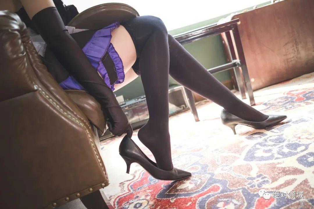 妹子摄影 – 黑丝高跟鞋女仆装,冷艳小姐姐绝对领域又白又刺激_图片 No.4