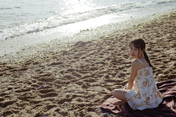 妹子摄影 – 越海的碎花裙连衣裙少女,实在是太纯了!_图片 No.3