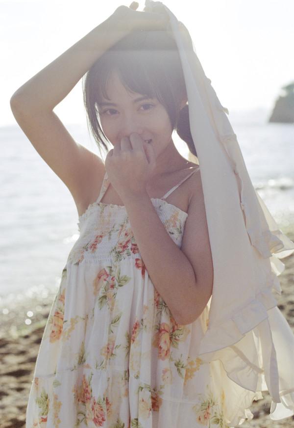 妹子摄影 – 越海的碎花裙连衣裙少女,实在是太纯了!_图片 No.8