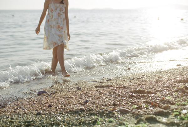 妹子摄影 – 越海的碎花裙连衣裙少女,实在是太纯了!_图片 No.9