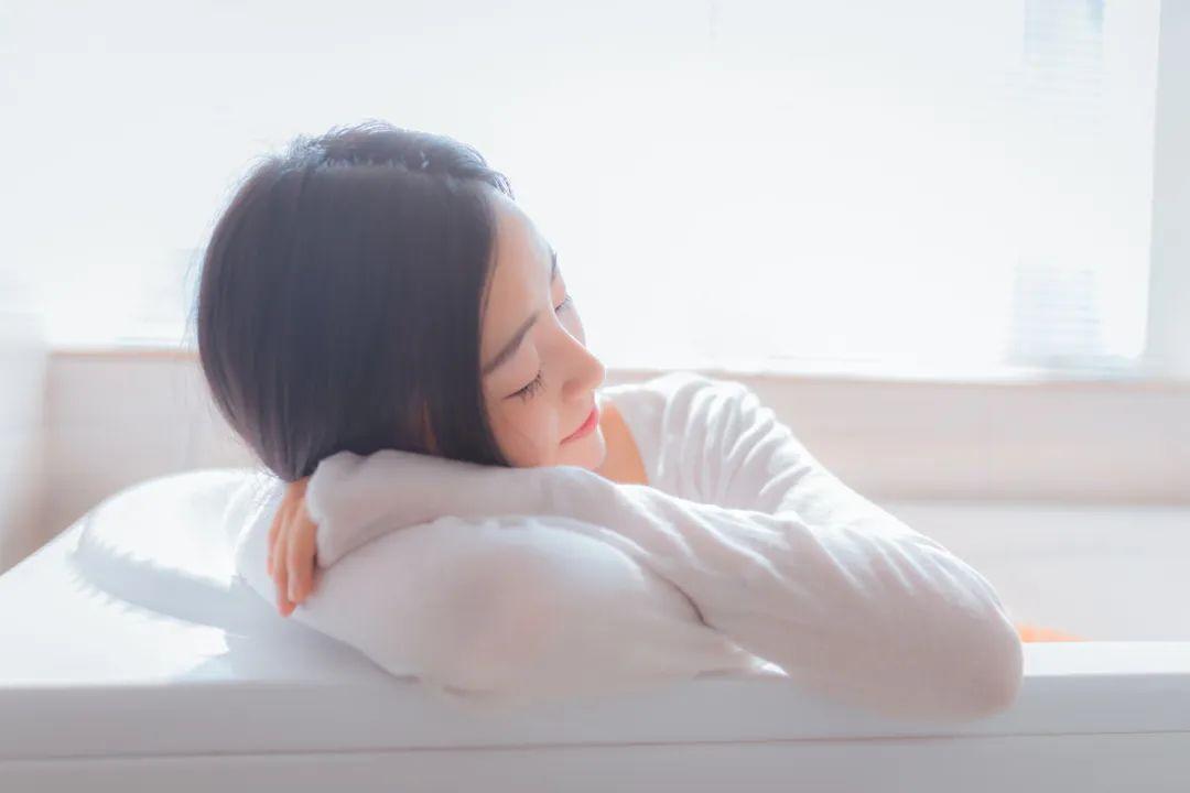 妹子摄影 – 居家少女睡裙与浴袍_图片 No.5