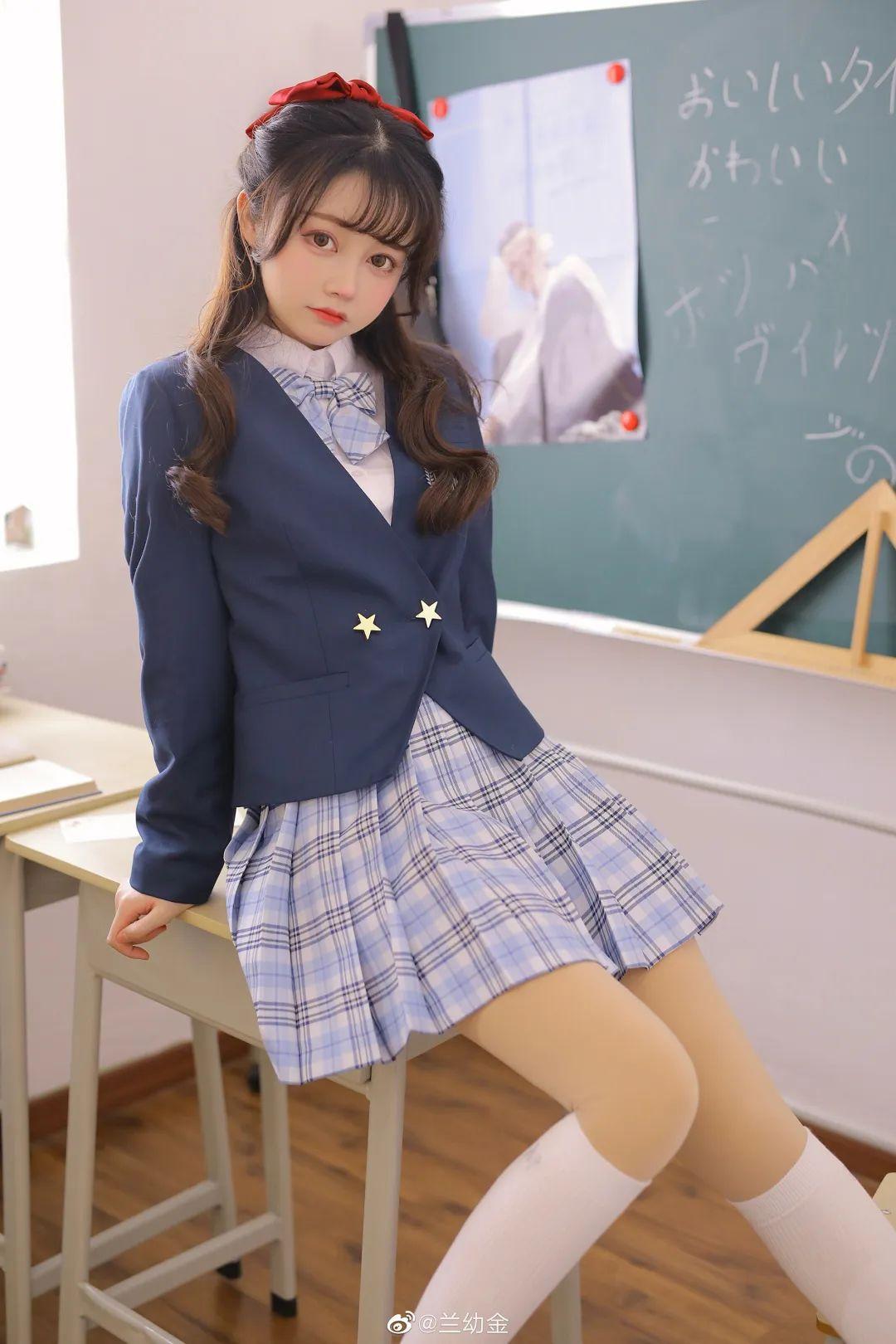 JK制服白丝袜 美少女兰幼金教室写真_图片 No.6