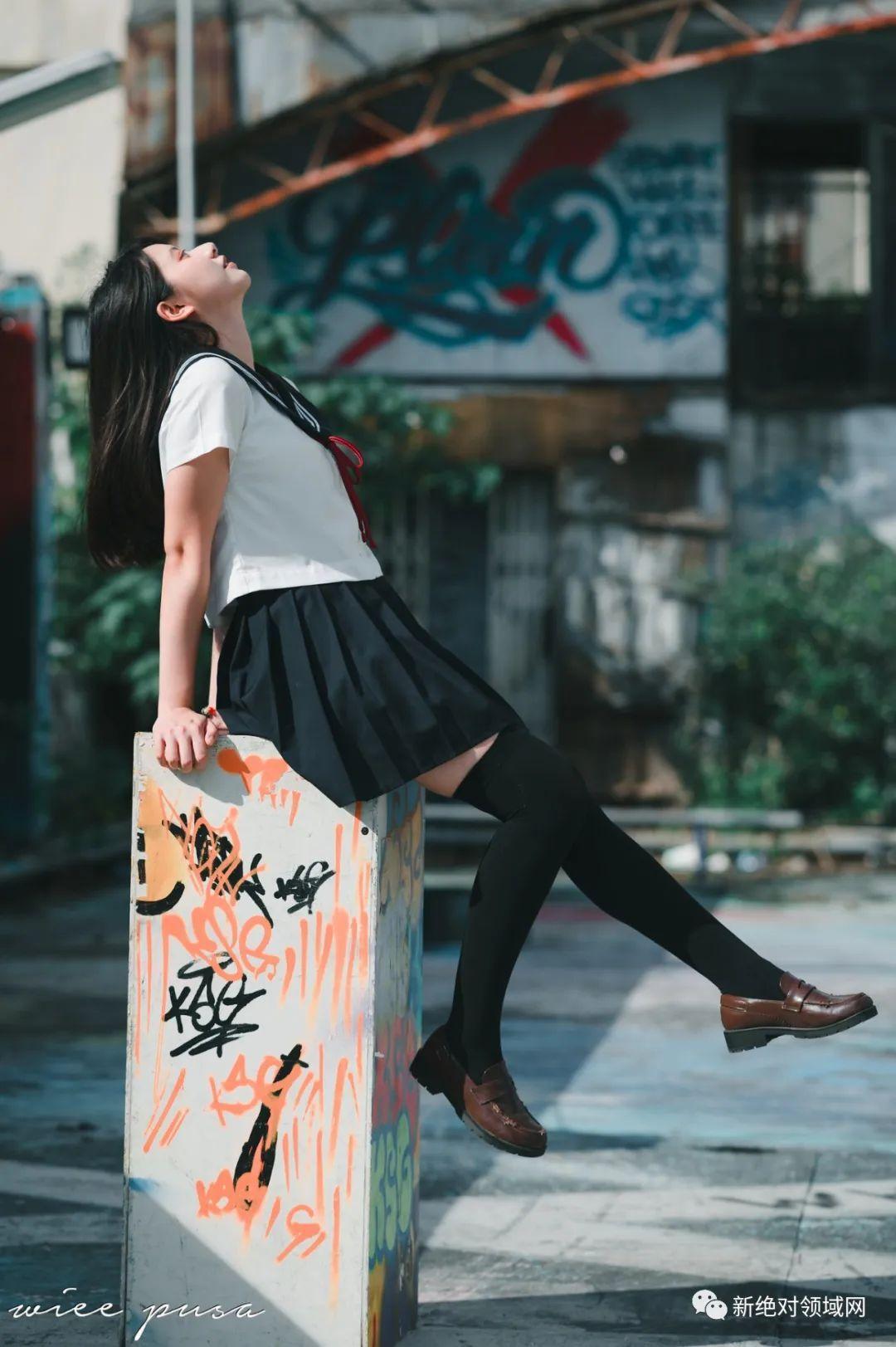 妹子摄影 – 休闲服与JK制服都超级棒的绝色少女 绝对领域_图片 No.7