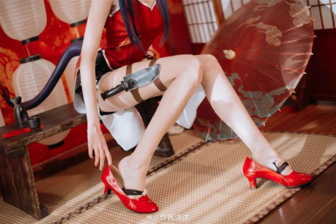 Cosplay-《明日方舟》陈,红色高跟鞋高开叉旗袍!某闷台,粉肠龙_图片 No.1