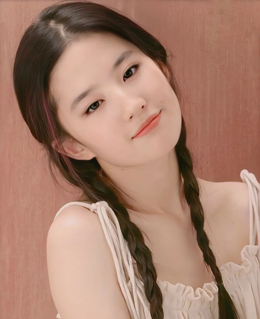 刘亦菲18岁写真,麻花辫眼若秋水,面若桃花,极致动人!_图片 No.6