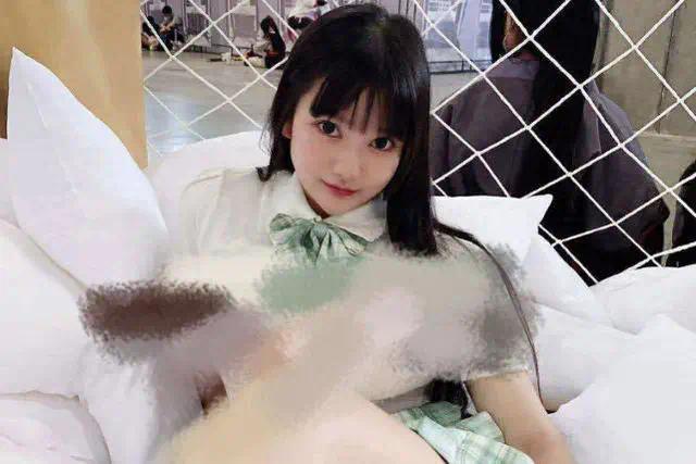 外围女参加广州漫展COS摆拍,把上衣一掀,尺度之大一般人hold不住!_图片 No.3