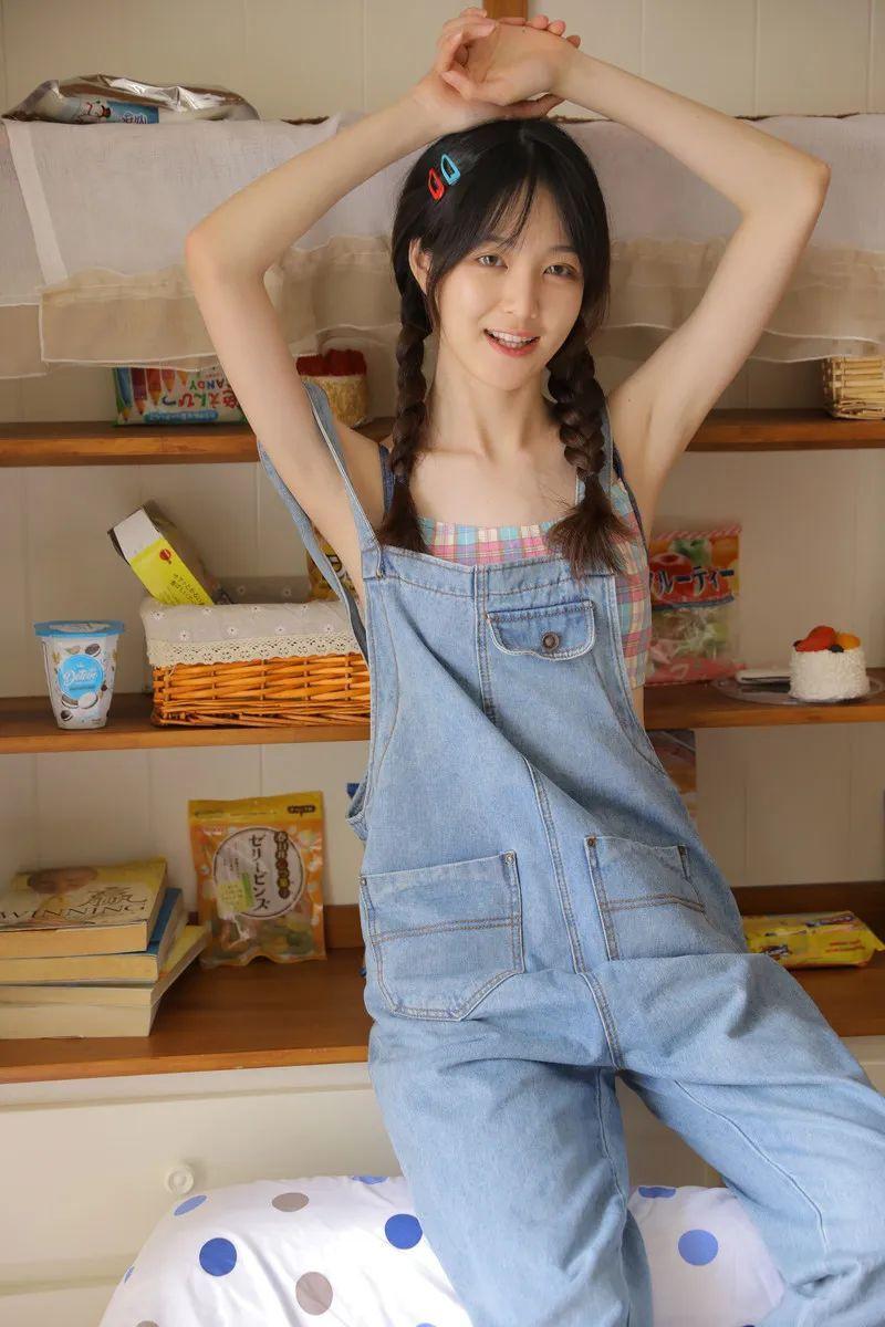 妹子摄影 – 干干净净的麻花辫 牛仔背带裤 可爱姑娘_图片 No.2