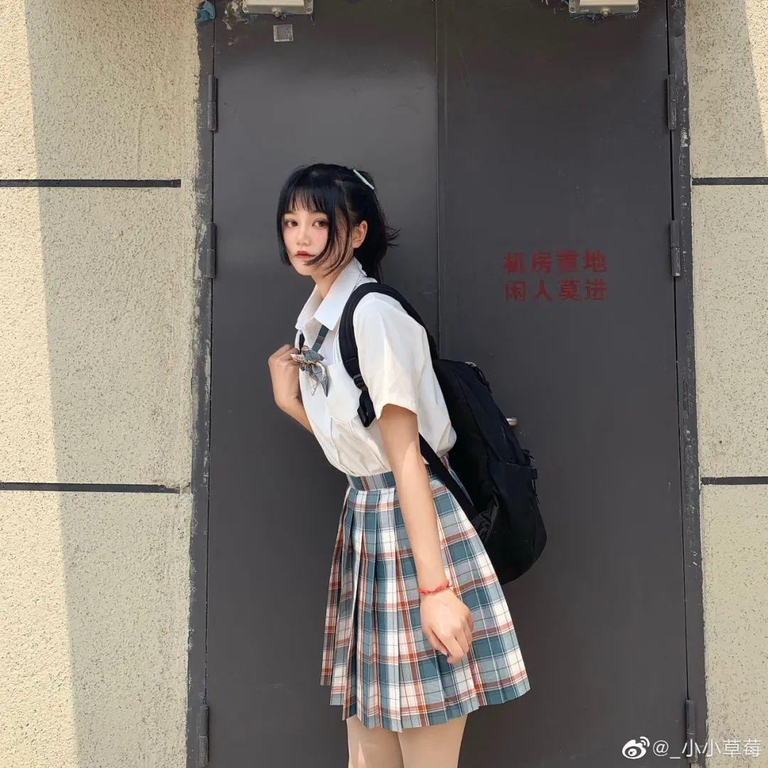 妹子摄影 – JK制服大长腿小姐姐,头顶大蝴蝶结可可爱爱_图片 No.12