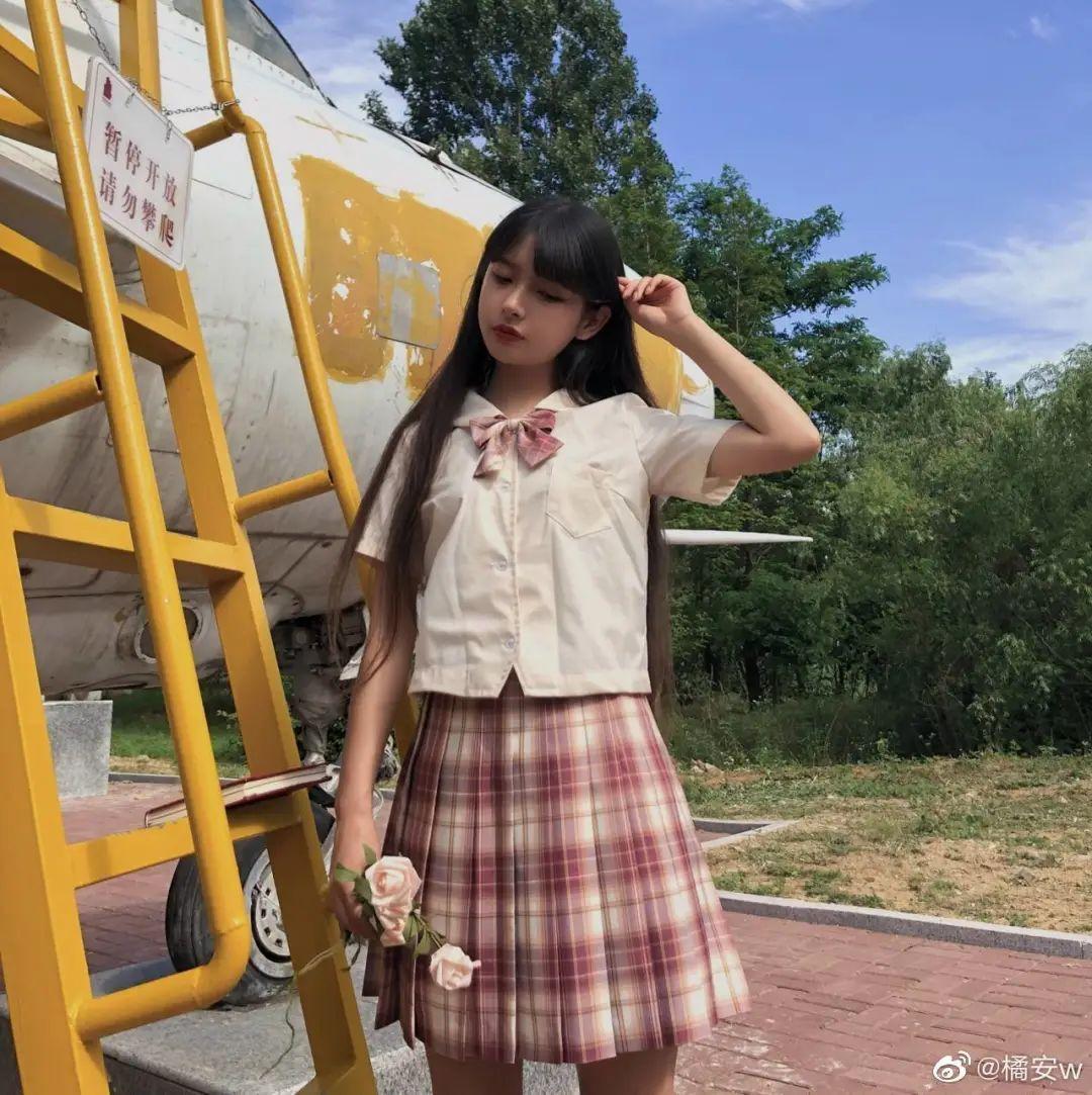 妹子摄影 – JK制服白丝小腿袜少女,初恋的香气_图片 No.1