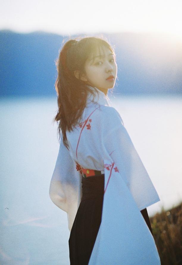 妹子写真   微博美少女@亦卷古月,唯美汉服在海边 - [leimu486.com] No.4