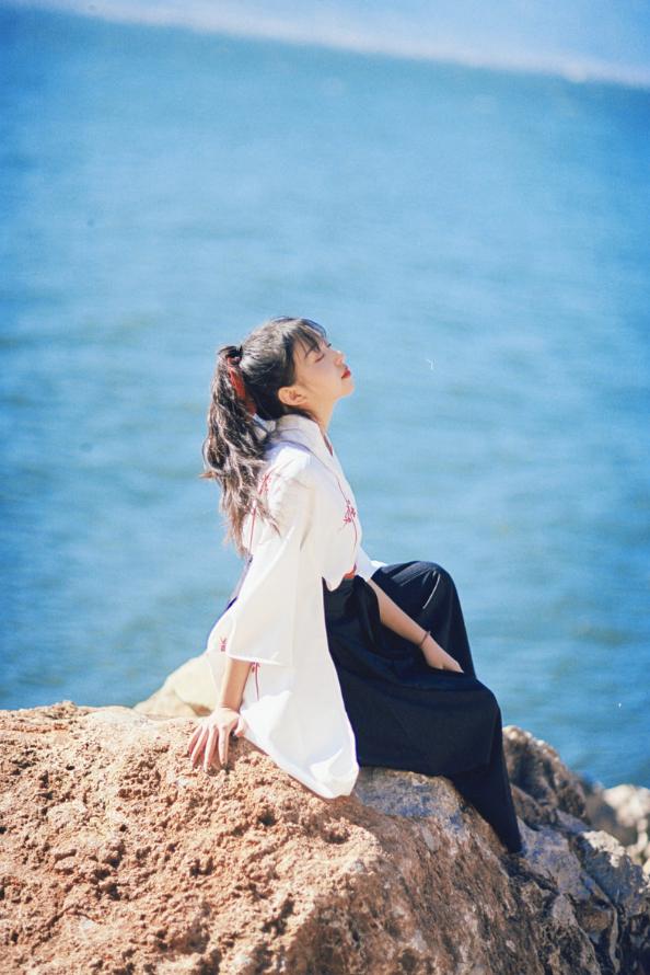 妹子写真   微博美少女@亦卷古月,唯美汉服在海边 - [leimu486.com] No.6
