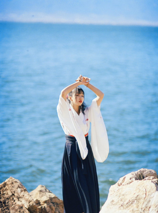 妹子写真   微博美少女@亦卷古月,唯美汉服在海边 - [leimu486.com] No.7