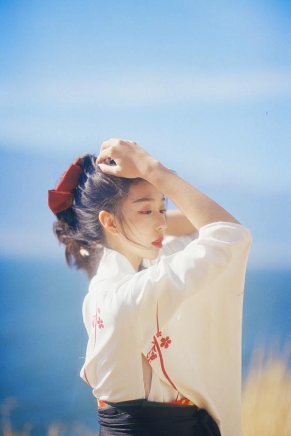 妹子写真   微博美少女@亦卷古月,唯美汉服在海边 - [leimu486.com] No.9