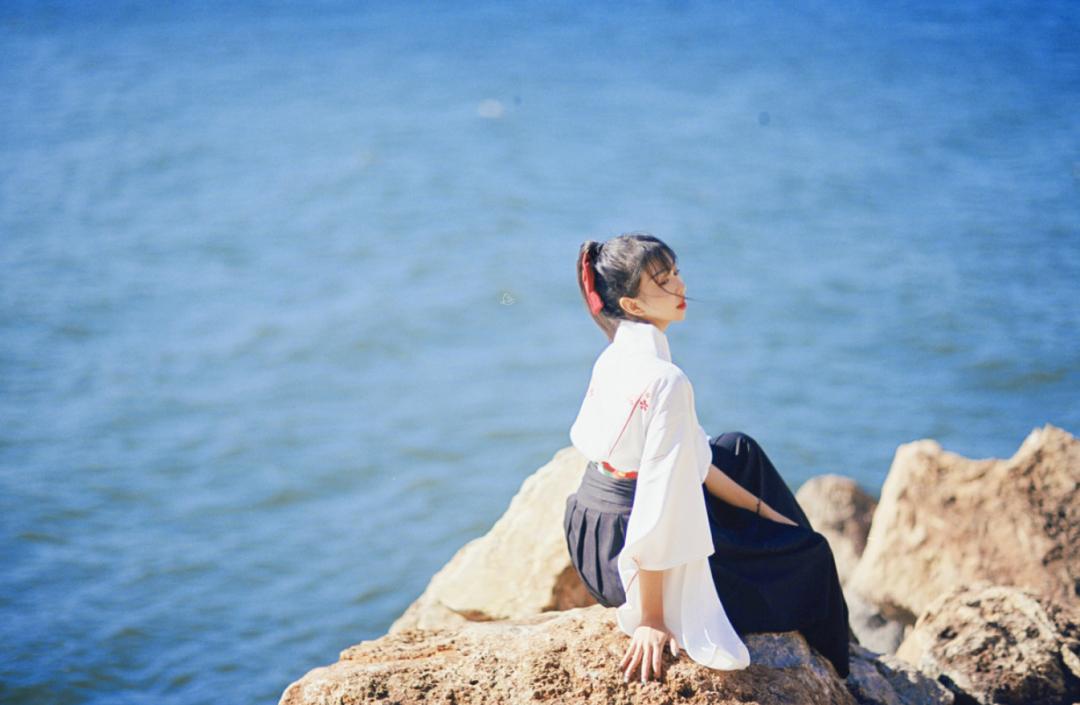 妹子写真   微博美少女@亦卷古月,唯美汉服在海边 - [leimu486.com] No.10