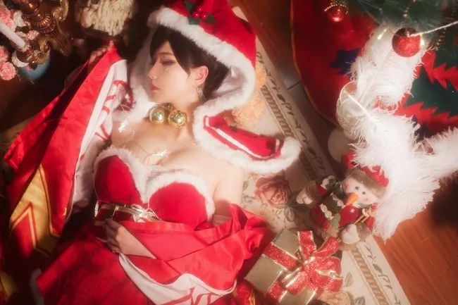 cosplay – 极品长腿貂蝉(@露兒大魔王_),这喜庆的圣诞服别有一番风味_图片 No.4