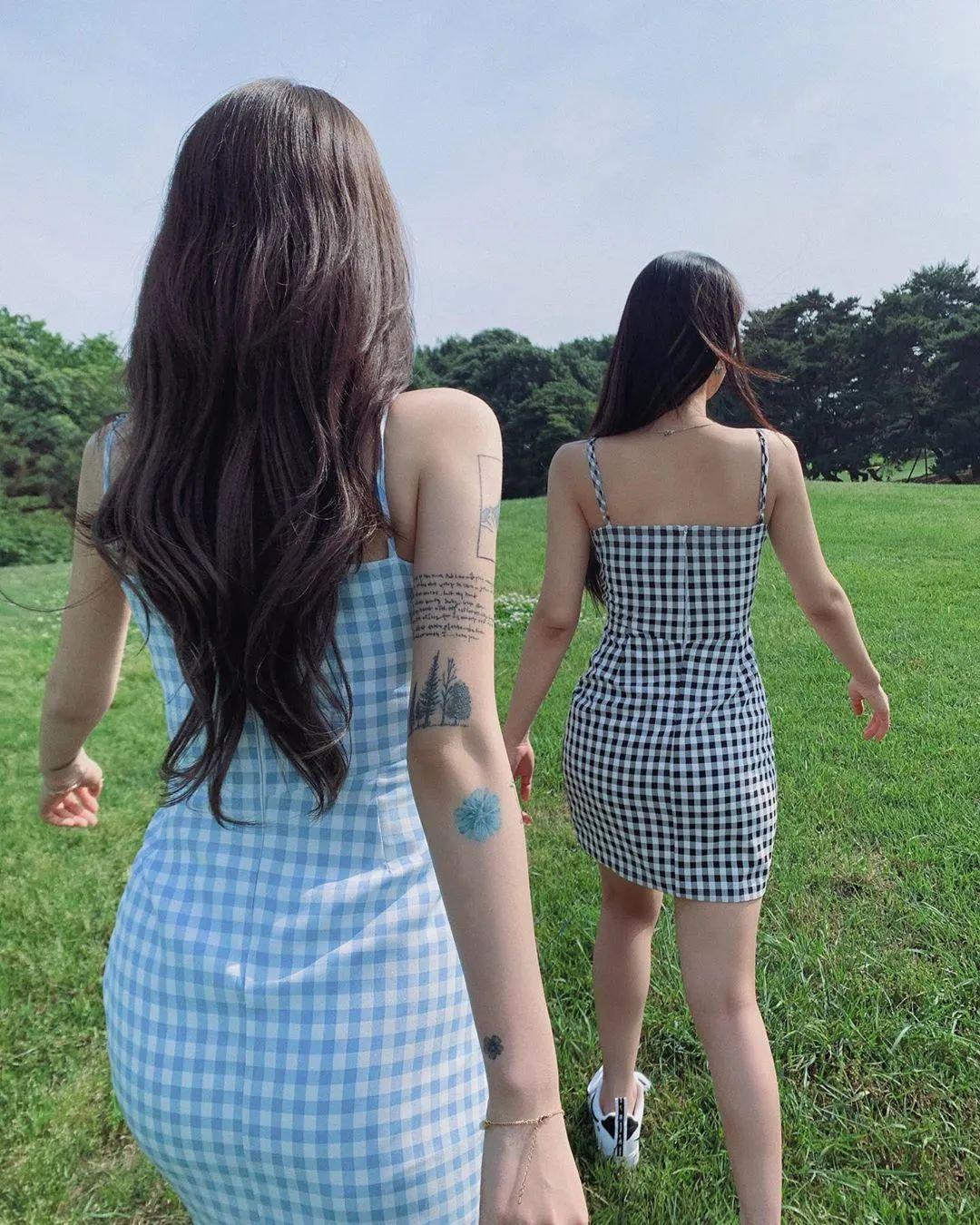 妹子摄影 – 格子连衣裙双倍快乐姐妹花,这是在野炊吗?_图片 No.6