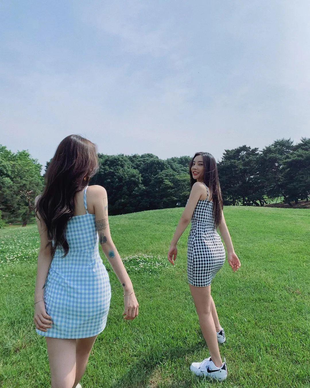 妹子摄影 – 格子连衣裙双倍快乐姐妹花,这是在野炊吗?_图片 No.7
