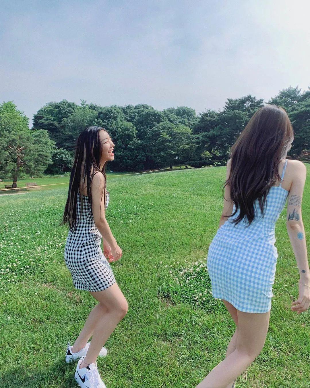 妹子摄影 – 格子连衣裙双倍快乐姐妹花,这是在野炊吗?_图片 No.8