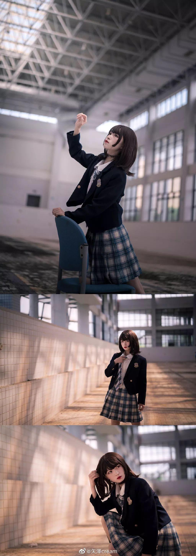 妹子摄影 – 短发jk制服少女 在破旧的教学室和一张椅子演绎颓废之美_图片 No.2