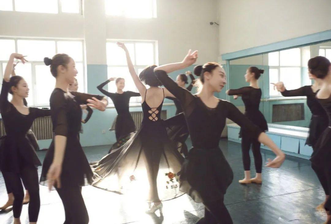 妹子写真 – 刘亦菲和佟丽娅,这个年纪的知性美!_图片 No.4