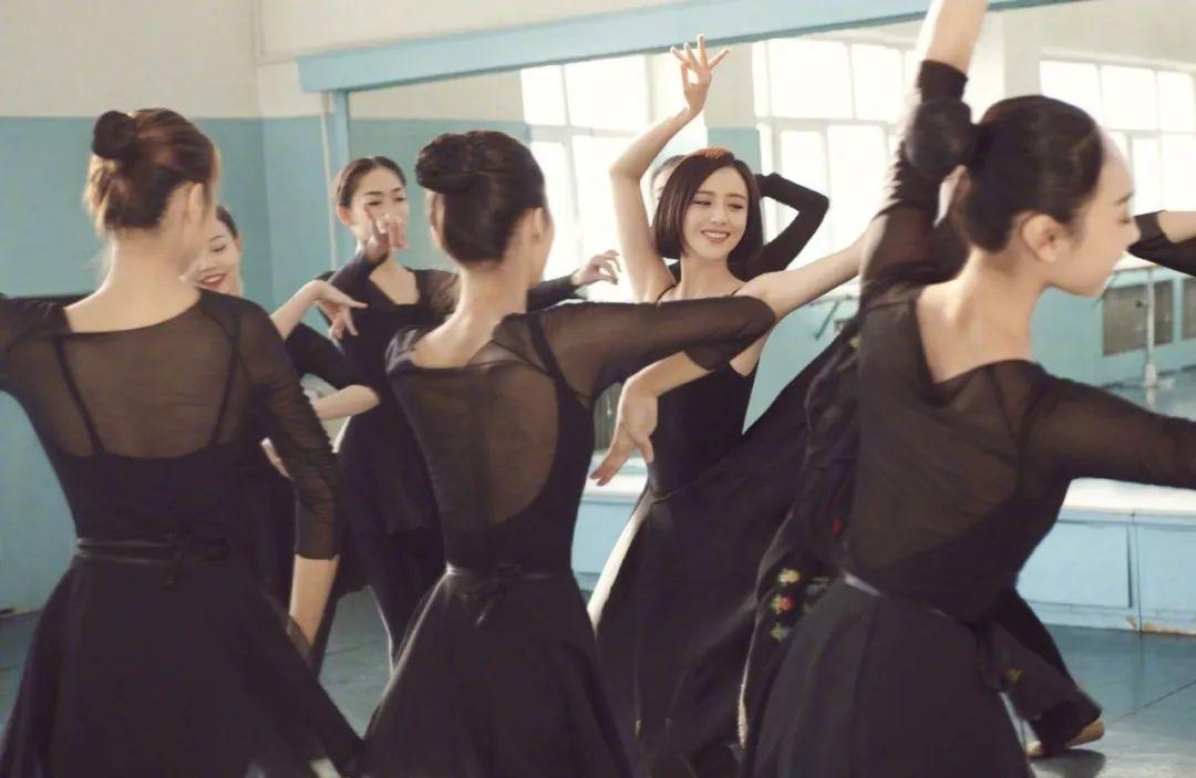 妹子写真 – 刘亦菲和佟丽娅,这个年纪的知性美!_图片 No.5