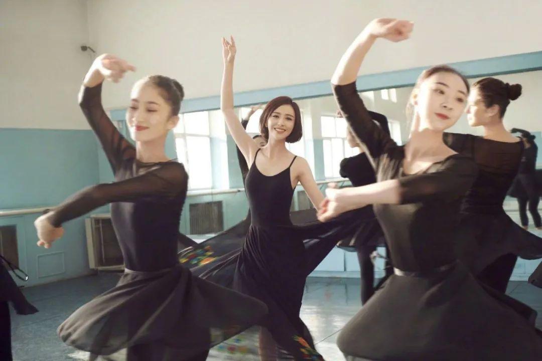 妹子写真 – 刘亦菲和佟丽娅,这个年纪的知性美!_图片 No.6