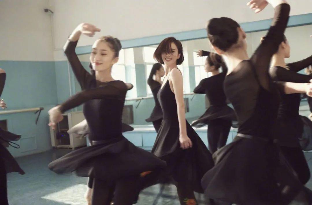 妹子写真 – 刘亦菲和佟丽娅,这个年纪的知性美!_图片 No.7