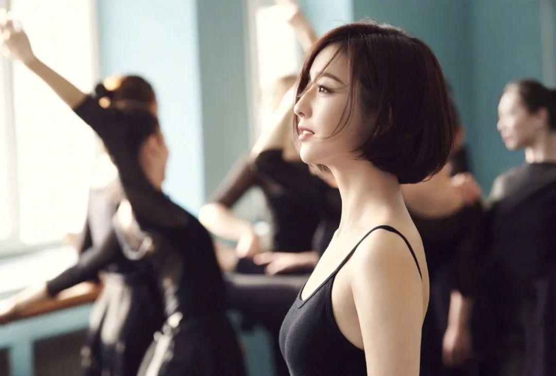 妹子写真 – 刘亦菲和佟丽娅,这个年纪的知性美!_图片 No.8