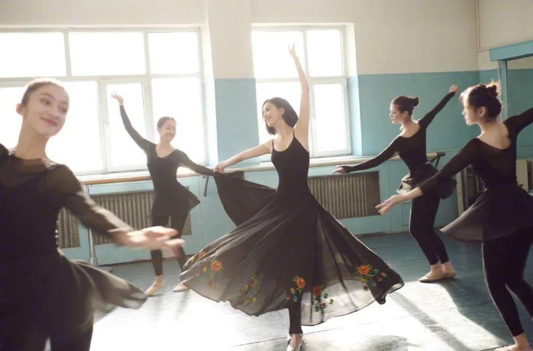 妹子写真 – 刘亦菲和佟丽娅,这个年纪的知性美!_图片 No.9