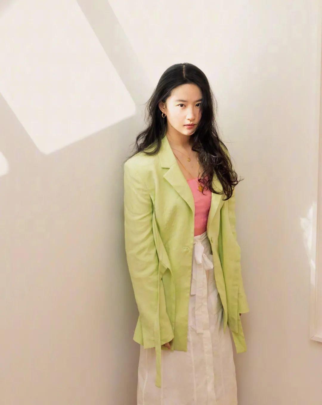 妹子写真 – 刘亦菲和佟丽娅,这个年纪的知性美!_图片 No.13