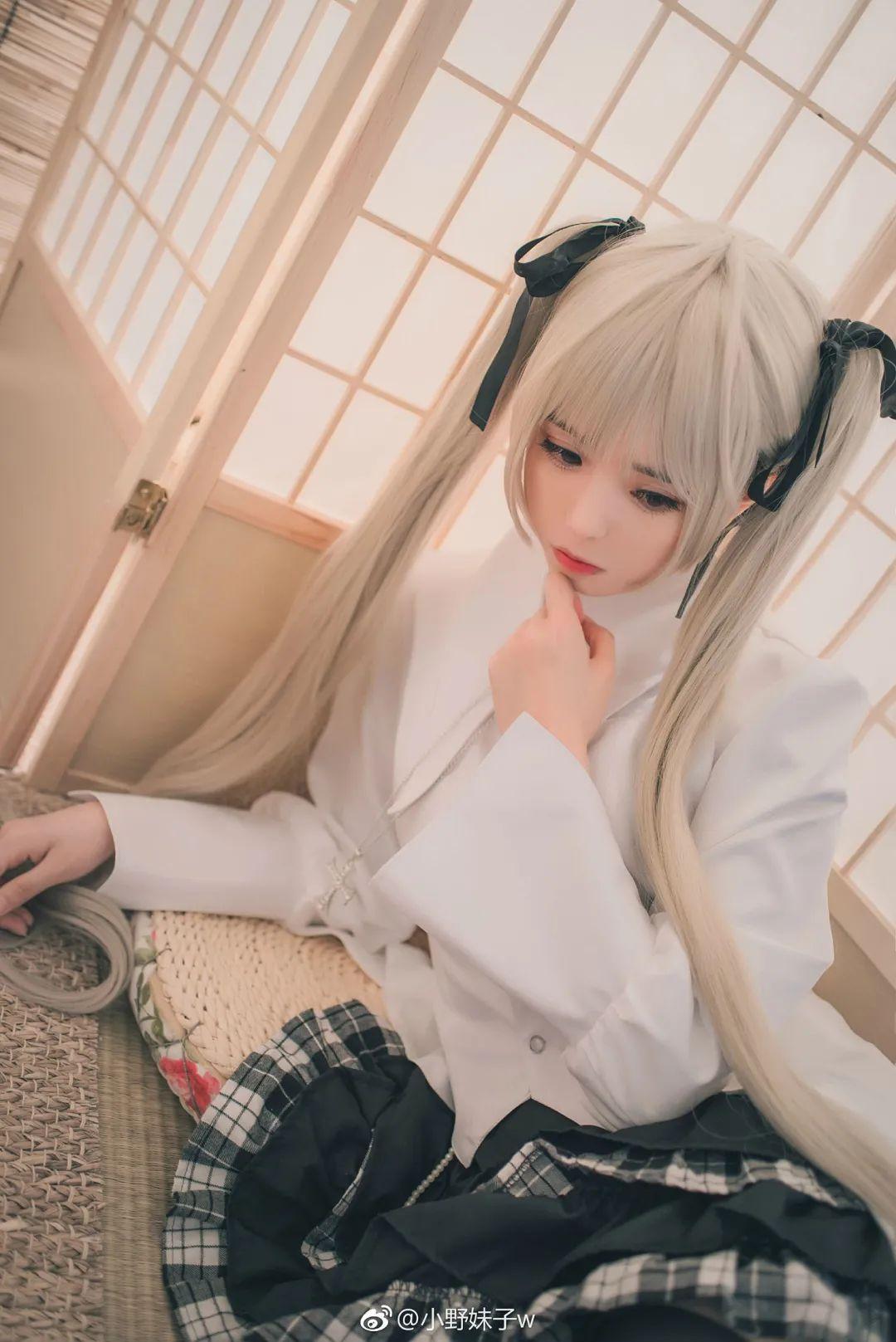 妹子摄影 – 白毛双马尾穹妹cosplay 黑丝过膝袜_图片 No.1