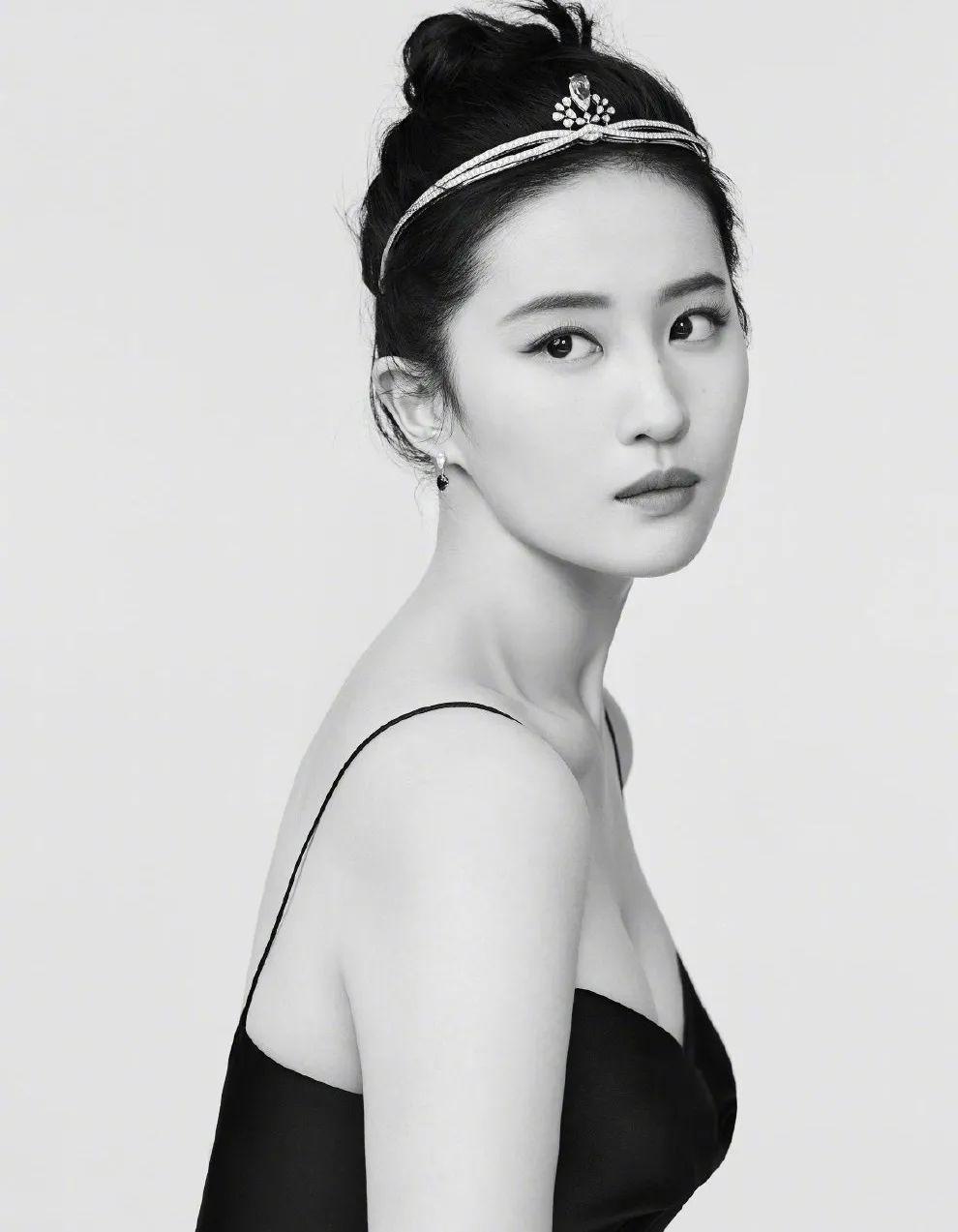 妹子写真 – 女王范的刘亦菲和傻白甜的赖美云,你更喜欢哪一位?_图片 No.1