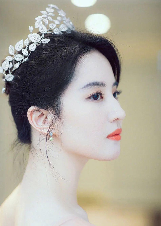 妹子写真 – 女王范的刘亦菲和傻白甜的赖美云,你更喜欢哪一位?_图片 No.2