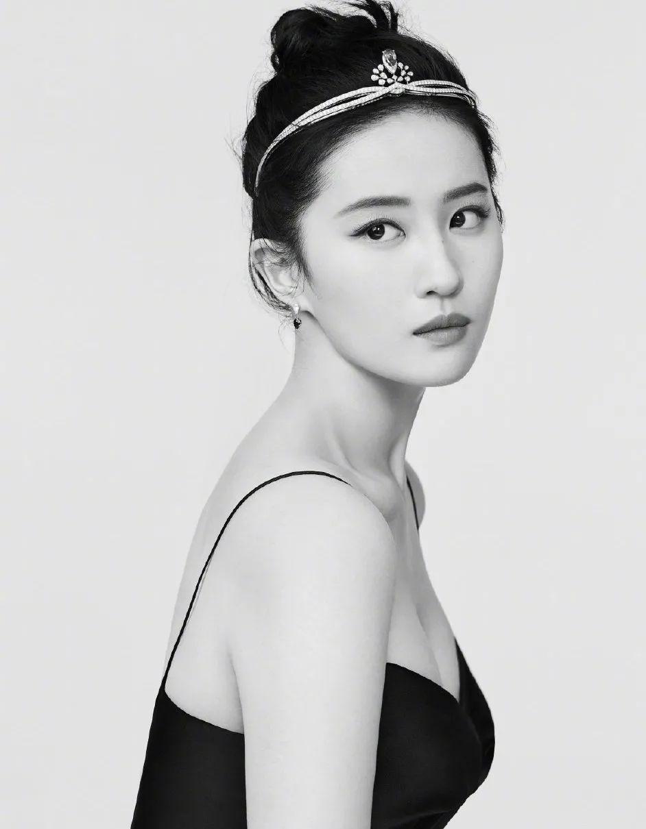 妹子写真 – 女王范的刘亦菲和傻白甜的赖美云,你更喜欢哪一位?_图片 No.4