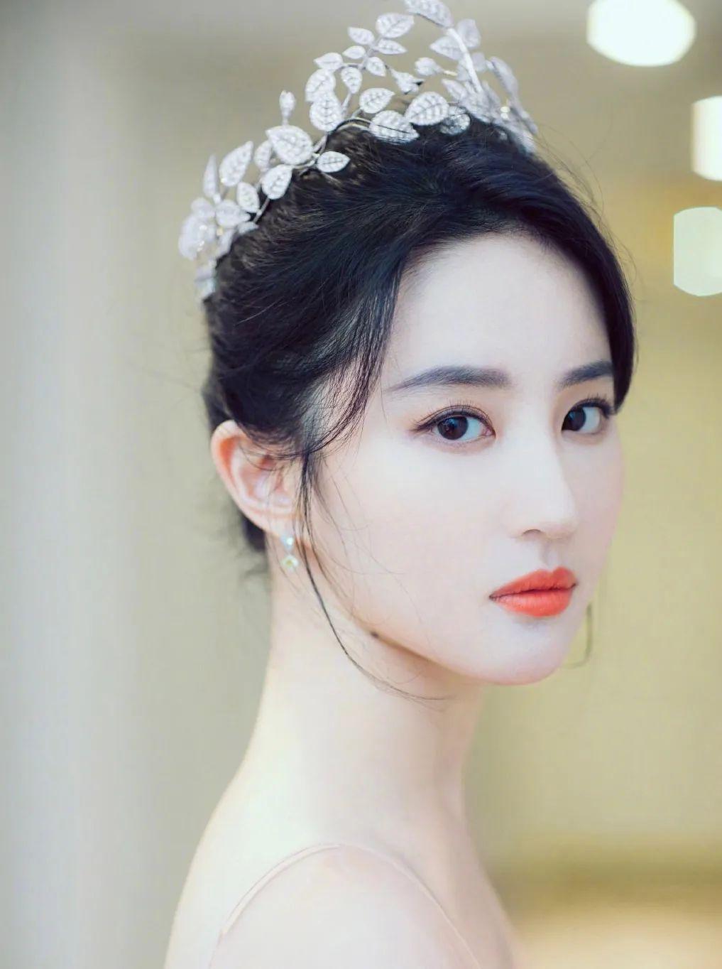 妹子写真 – 女王范的刘亦菲和傻白甜的赖美云,你更喜欢哪一位?_图片 No.7