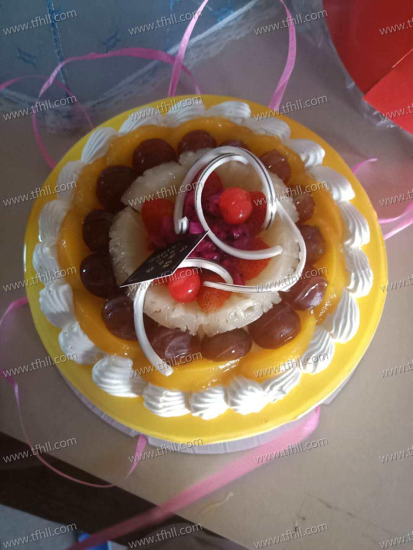 提前一天过生日,买了个小蛋糕给小朋友们吃图片 No.1