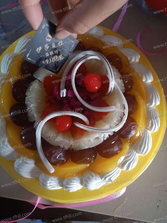 提前一天过生日,买了个小蛋糕给小朋友们吃图片 No.2