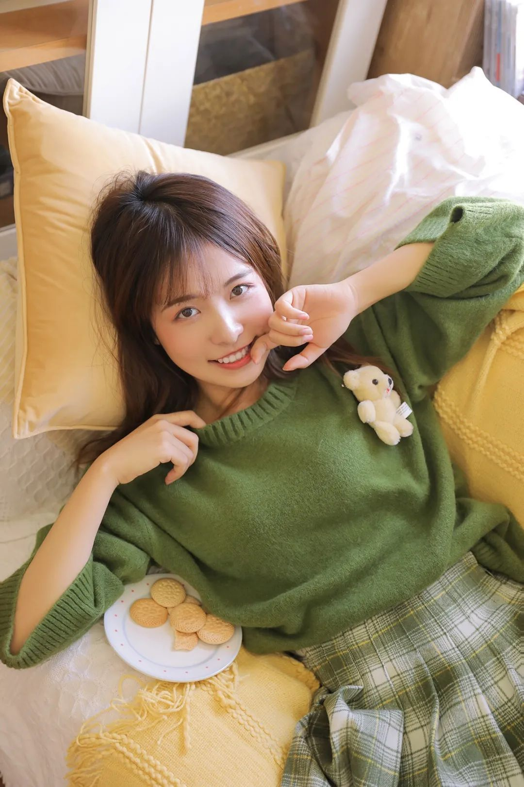 妹子摄影 – 甜美迷人短裙毛衣 美腿少女_图片 No.8