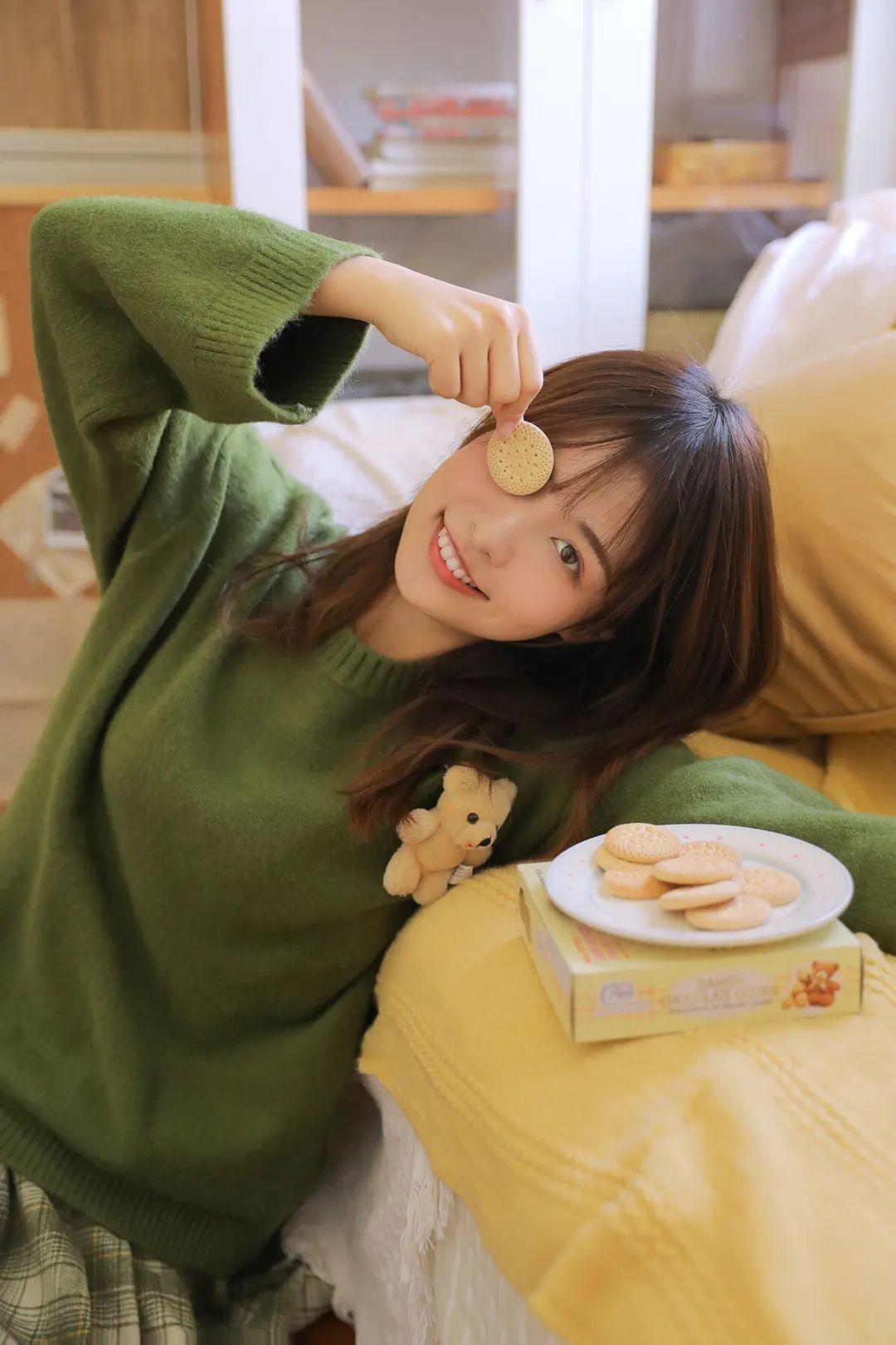 妹子摄影 – 甜美迷人短裙毛衣 美腿少女_图片 No.9