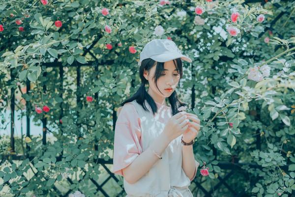 妹子摄影 – 双马尾园丁服超可爱的妹妹_图片 No.7