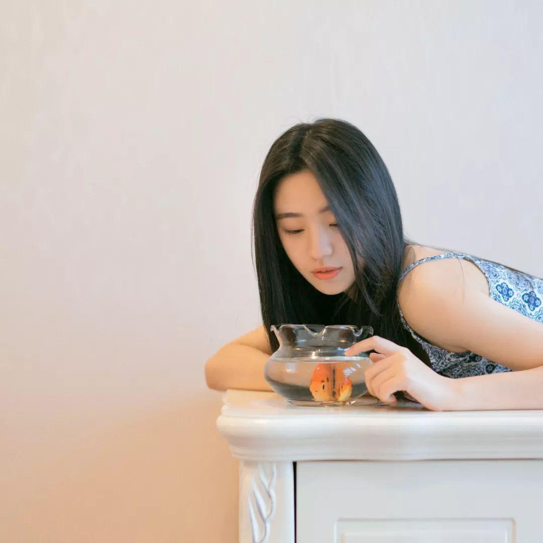 妹子摄影 – 吊带连衣裙青春少女的长腿秀_图片 No.1
