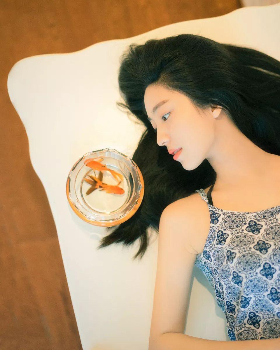 妹子摄影 – 吊带连衣裙青春少女的长腿秀_图片 No.3
