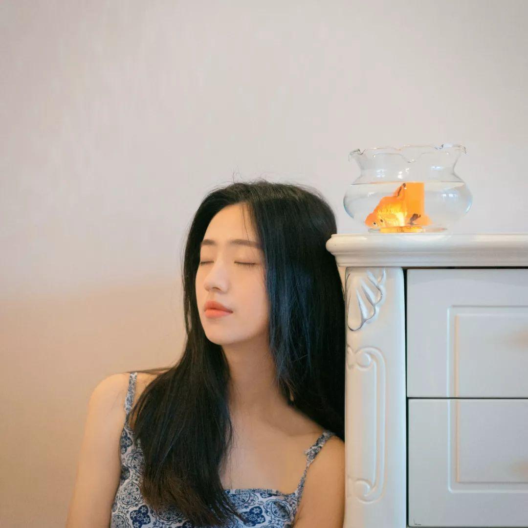 妹子摄影 – 吊带连衣裙青春少女的长腿秀_图片 No.4