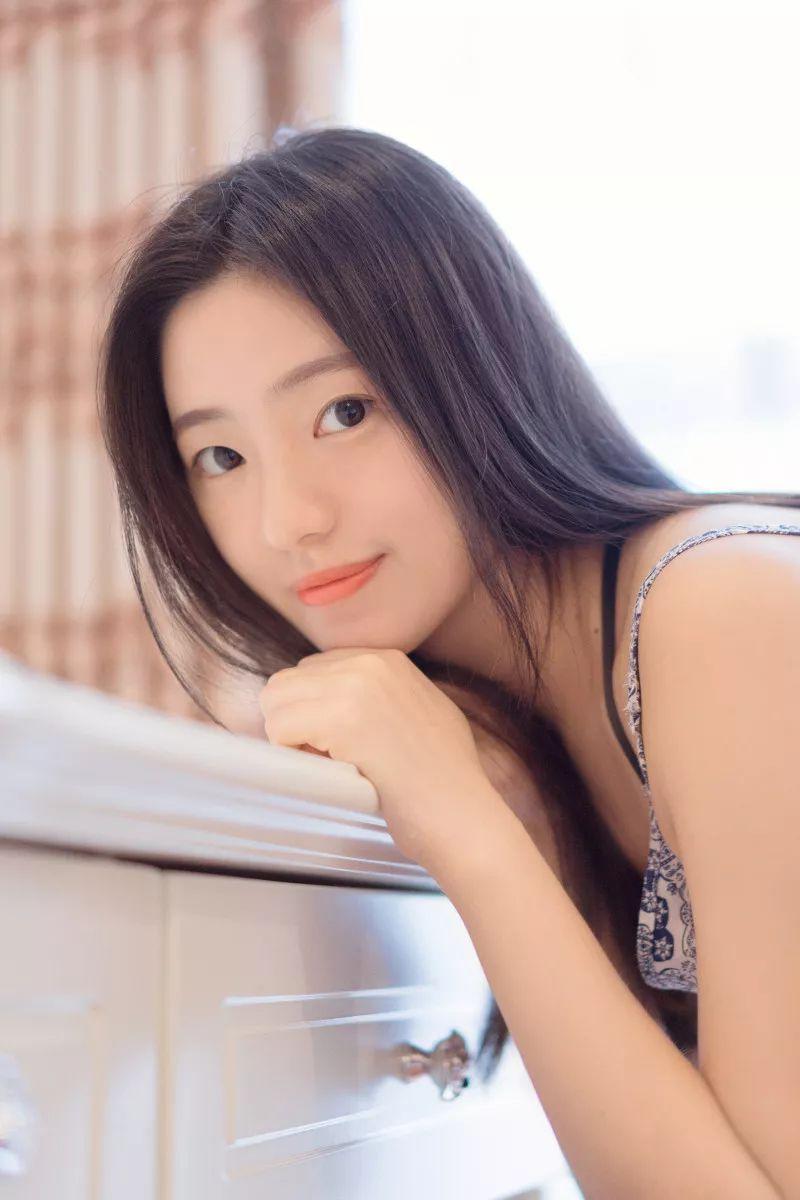 妹子摄影 – 吊带连衣裙青春少女的长腿秀_图片 No.10