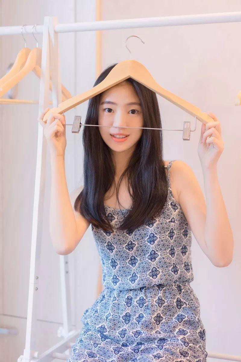 妹子摄影 – 吊带连衣裙青春少女的长腿秀_图片 No.11